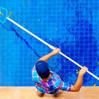 limpieza-y-mantenimiento-de-piscinas-en-marbella-1024x576-768x432